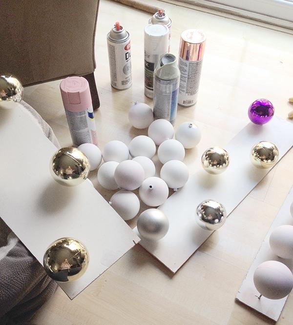 DIY brushstroke painted plastic Christmas balls - Cuckoo4Design