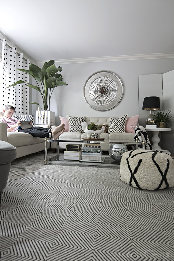 bright and neutral living room