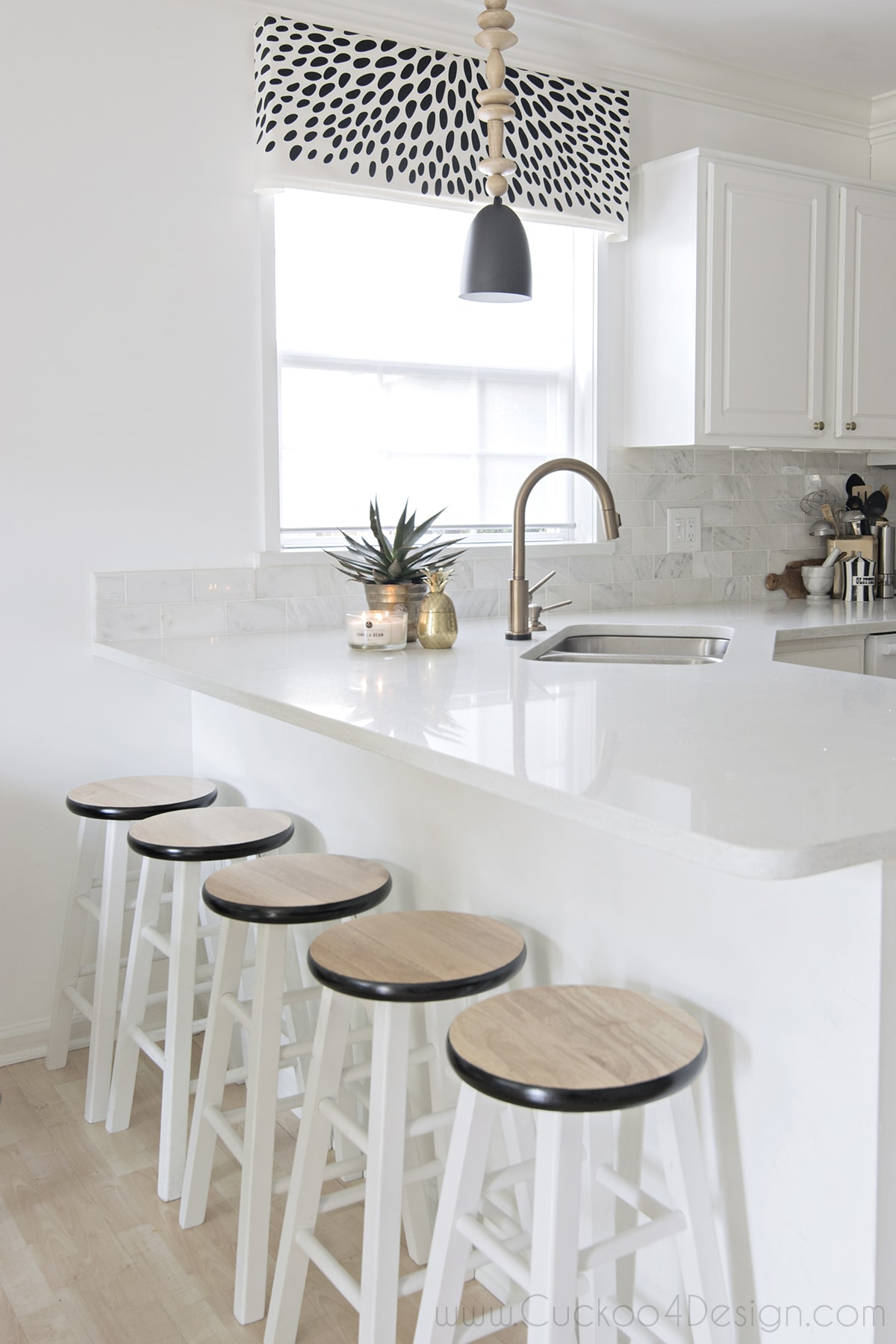 black_white_and_gold_kitchen_cuckoo4design_4