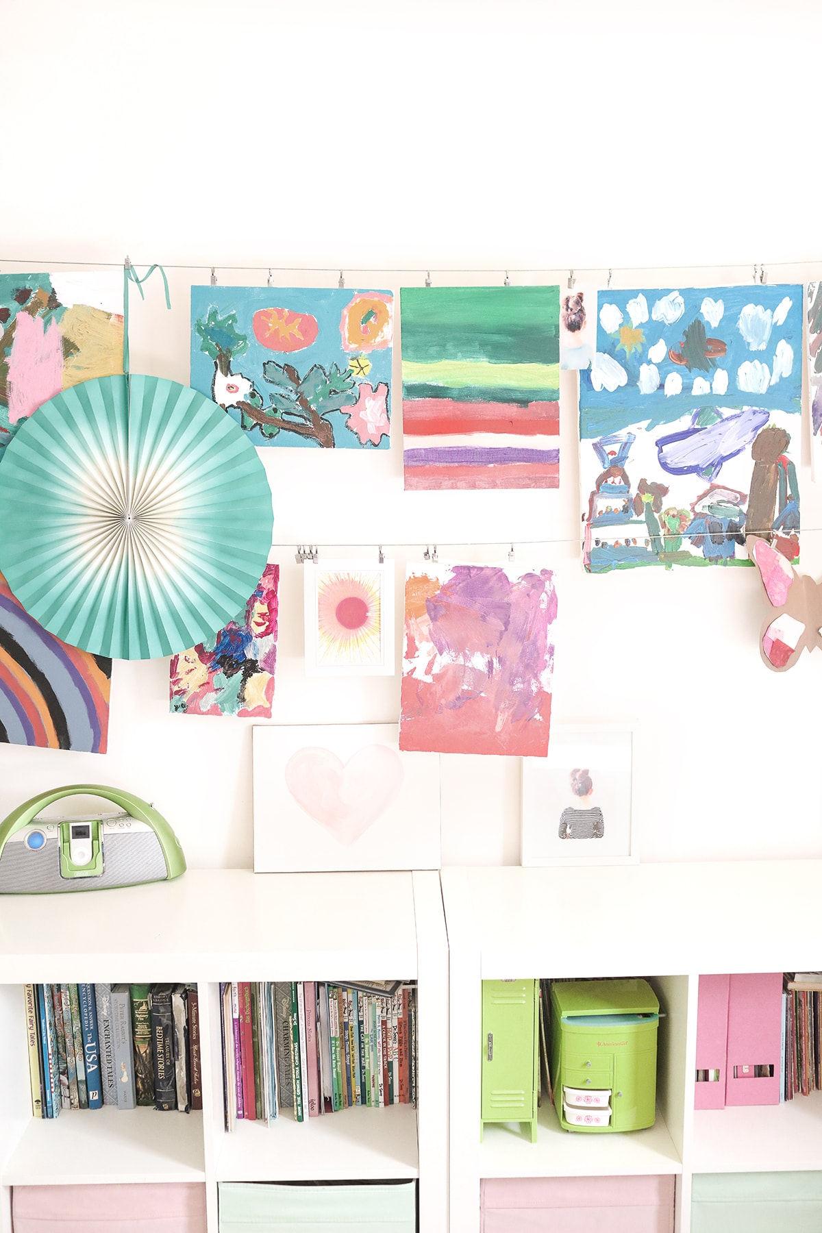 kids art -display with Ikea curtain wire