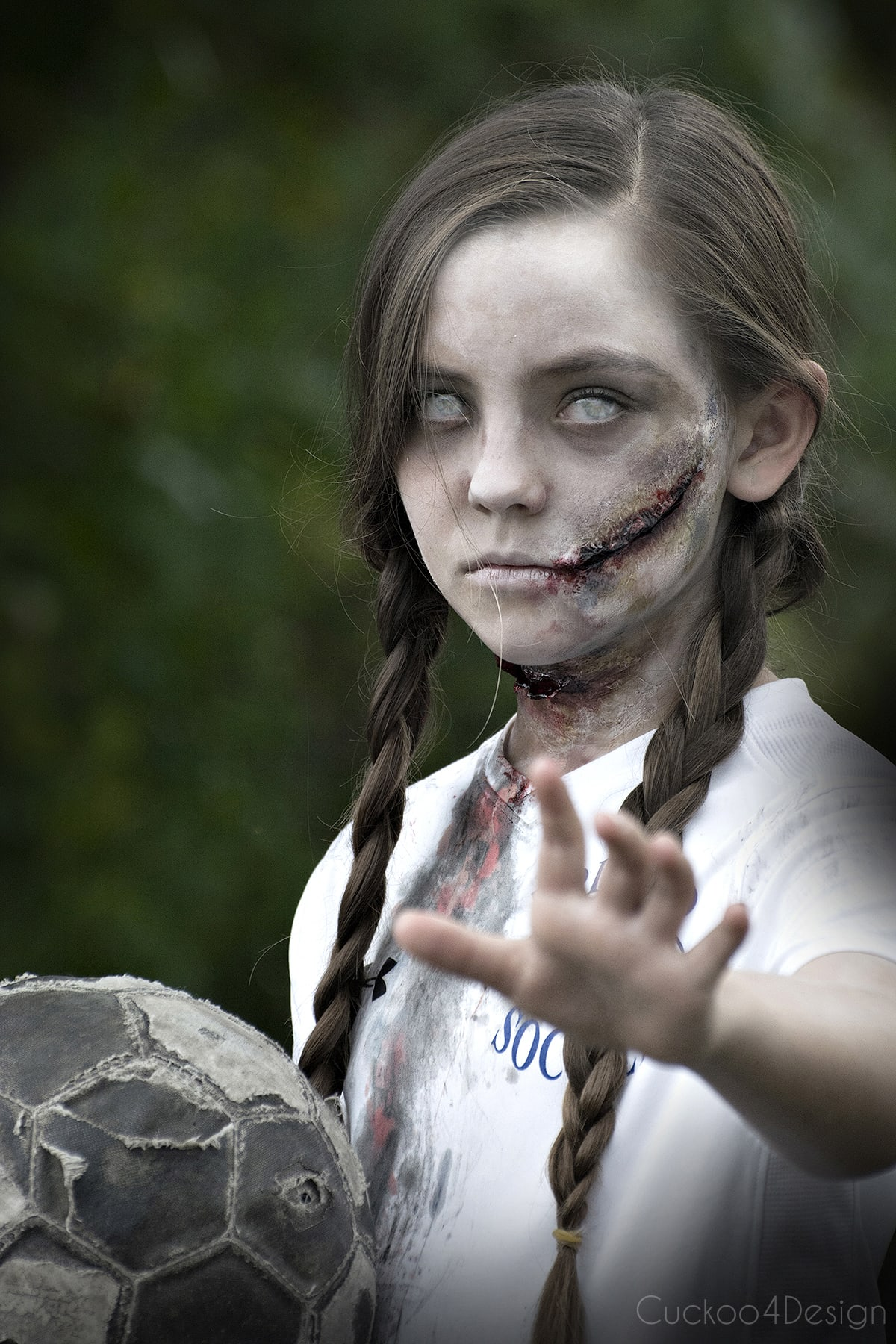easy tutorial on how to make creepy zombie makeup with some easy to follow steps. If you can decoupage a craft project than you can make zombie makeup too via @jakonya